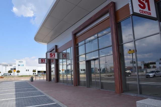 Puste jest jeszcze miejsce na pierwszy sklep w rzędzie sklepów w nowym parku handlowym w Nowej Soli.