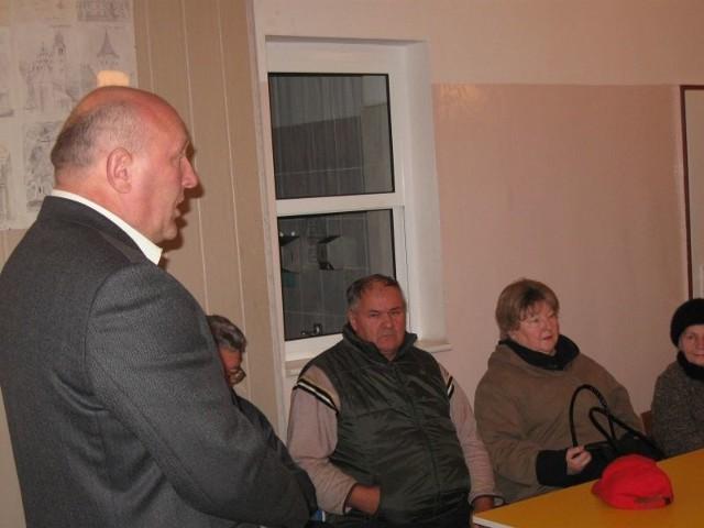 Mieszkańcy obecni na spotkaniu zadawali burmistrzowi wiele pytań.