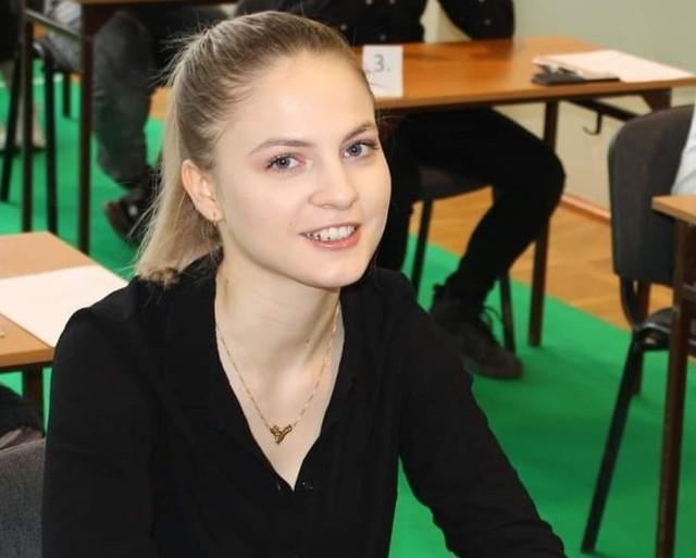 Agata Kopeć, maturzystka z Zespołu Szkół nr 1 w Golubiu-Dobrzyniu, będzie zdawać maturę na poziomie rozszerzonym z matematyki. Ma 3h tygodniowo dodatkowych zajęć przygotowujących do tego egzaminu