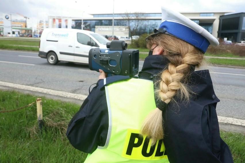 Dolnośląska policja znów rekrutuje. A my sprawdzamy, jakie...
