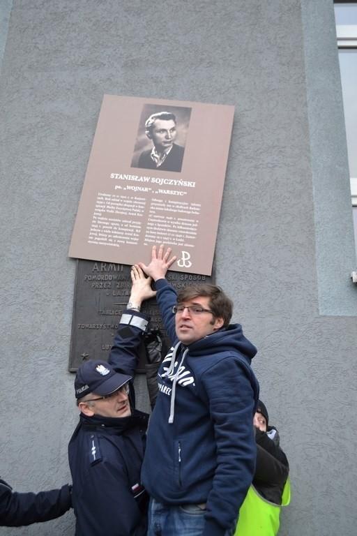 Częstochowska prokuratura oceni, czy podczas niedzielnego happeningu poseł Tomasz Jaskóła naruszył prawo