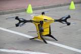 Testy drona dostawczego w Lublinie. W przyszłości takie maszyny mają przenosić odzież, posiłki i dokumenty