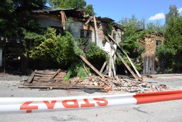 W Bielsku-Białej zawaliła się część niezamieszkałego domu przy ul. Karpackiej. Przeglądaj gestem lub za pomocą strzałki, by zobaczyć kolejne zdjęcie.