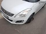 Wypadek u zbiegu Sienkiewicza i Tymienieckiego w Łodzi. Pod samochodem zapadła się jezdnia. Suzuki wpadło w dziurę w asfalcie [ZDJĘCIA]