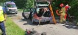 W Krąplewicach samochód uderzył w drzewo. Wezwano śmigłowiec LPR