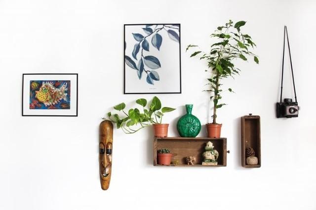 Dobrze dobrane plakaty na ścianie mogą uatrakcyjnić wnętrze.