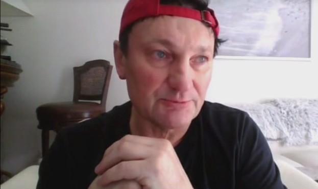 Polsatnews.pl przeprowadził dramatyczny wywiad z byłym piłkarzem Widzewa Łódź, mieszkającym w Stanach Zjednoczonych, Jarosławem Cecherzem.CZYTAJ DALEJ NA NASTĘPNYM SLAJDZIE