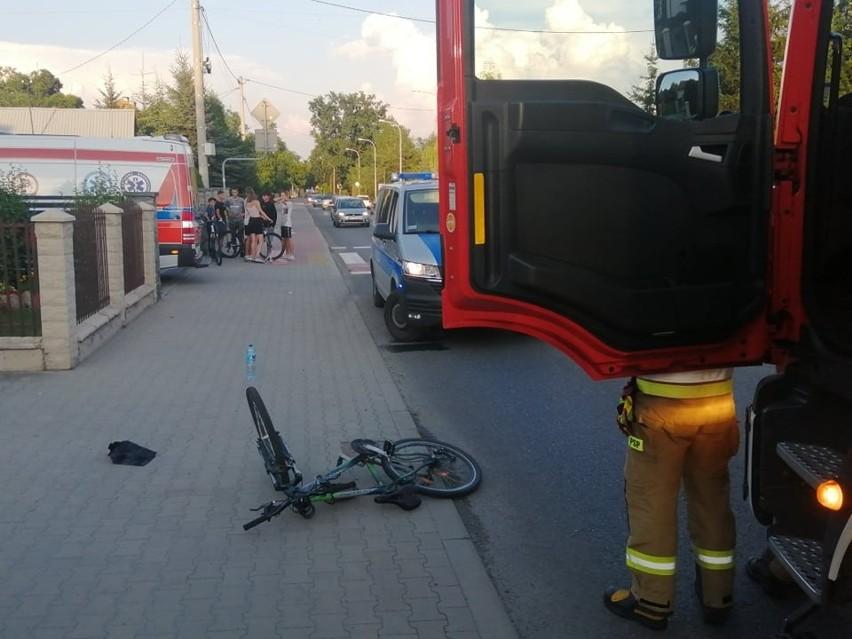 Wypadek w Tarnobrzegu. Samochód potrącił rowerzystę. Nastolatek trafił do szpitala [ZDJĘCIA]