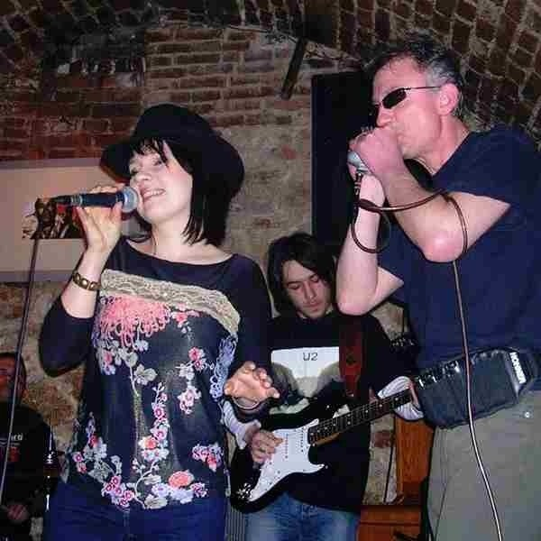 Bożena Mazur śpiewa w tarnobrzeskiej grupie Uszy Duszy. W prestiżowej ankiecie Blues Top 2006 znalazła się w dwudziestce najlepszych polskich wokalistek bluesowych.