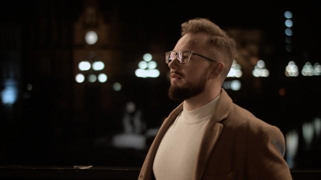 Dawid Okoński z zespołem śpiewa o Bydgoszczy. Sprawdź w naszej galerii najlepsze kadry z teledysku >>>