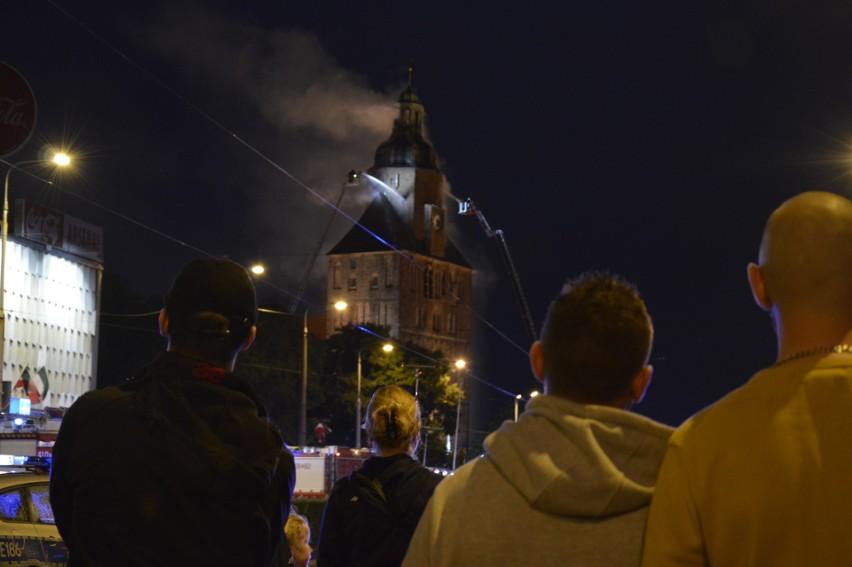 1 lipca 2017 r. gorzowianie myśleli tylko o jednym: czy strażakom uda się uratować katedrę. Po trzech latach od pożaru remont zniszczonego zabytku powoli dobiega końca. ZOBACZ WIDEO: Kalendarium największego pożaru