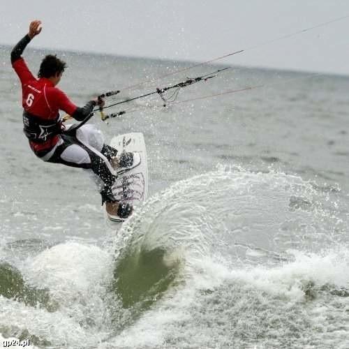 Kitesurfing, to sport stosunkowo młody, ale zdobywający coraz większą popularność