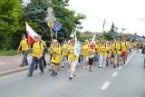 Diecezja tarnowska. Trzeci dzień Pieszej Pielgrzymki Tarnowskiej na Jasną Górę, pątnicy minęli już Proszowice [ZDJĘCIA]
