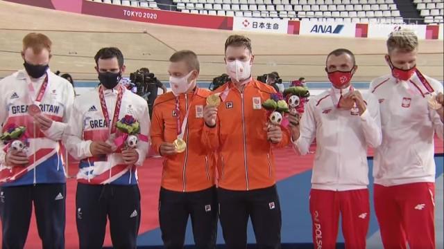 Marcin Polak i Michał Ładosz (z prawej) z brązowym medalem wyścigu na dochodzenie na 4 km
