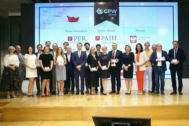 """Podczas uroczystości wręczono certyfikaty """"Ready for Growth"""". GPW Growth jest jedną z inicjatyw strategicznych #GPW2022."""
