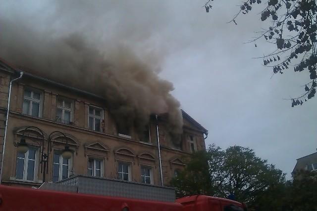 Na miejsce pożaru, który wybuchł po godz. 9.00, przyjechało pięć zastępów straży pożarnej.