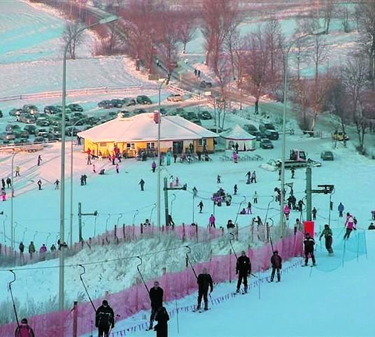 Sztuczny śnieg pokrył mazurskie stokiZajazd Piękna Góra Rudziewicz zaprasza narciarzy od piątku