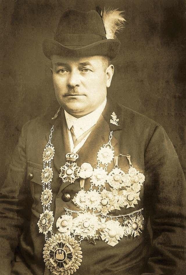 Poszukiwane są również informacje na temat Szczepana Orłowskiego - na fotografii jako król Kurkowego Bractwa Strzeleckiego w Chełmży