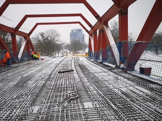 Na budowie wiaduktu Trasy Autobusowo-Tramwajowej na Nowy Dwór znaleziono radzieckie pociski artyleryjskie