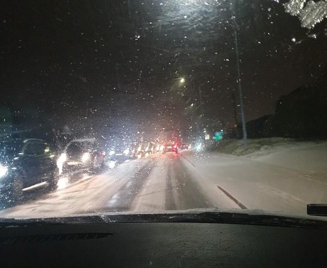 Na ulicy Wodzisławskiej były fatalne warunki - alarmowali kierowcy Zobacz kolejne zdjęcia. Przesuwaj zdjęcia w prawo - naciśnij strzałkę lub przycisk NASTĘPNE
