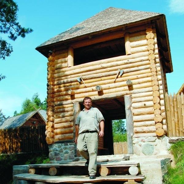 Cały swój majątek wydałem na to, by postawić tę osadę w miejscu, gdzie żyli moi przodkowie - mówi Piotr Łukaszewicz z Puńska
