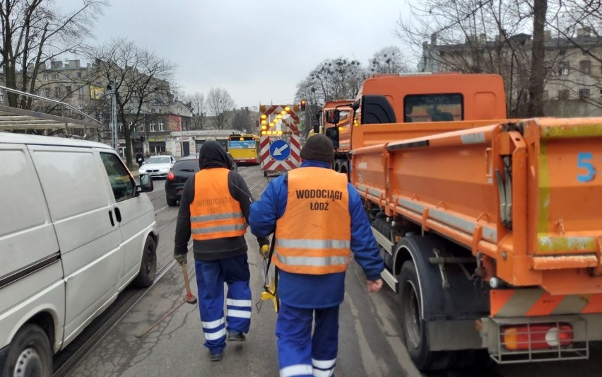 Awaria wodociągowa na ul. Wojska Polskiego usunięta, barierki znikną w poniedziałek