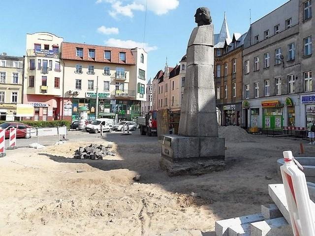 Pomnik Kopernika miał być przesunięty, ale nie można go ruszyć. Ze względu na bezpieczeństwo
