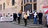 Protesty przed sądami w obronie sędziego Wróbla - także w Bydgoszczy