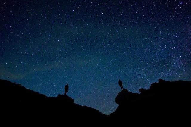 Perseidy 2019. Kiedy je oglądać na niebie? Jak obserwować perseidy w noc spadających gwiazd?