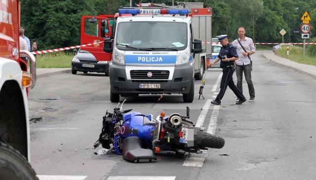 Wypadek motocyklisty w Kamieńcu Wrocławskim 8.07.2015. 35-letni mężczyzna zginął na miejscu
