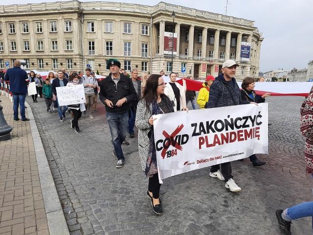 """Marsz """"zakończyć"""" pandemię na ulicach Białegostoku (10.10.2020)"""