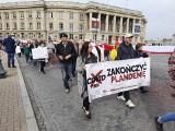Marsz antycovidowców w Białymstoku. Skandowali: Zakończyć fałszywą pandemię!  Większość nie miała maseczek (zdjęcia)