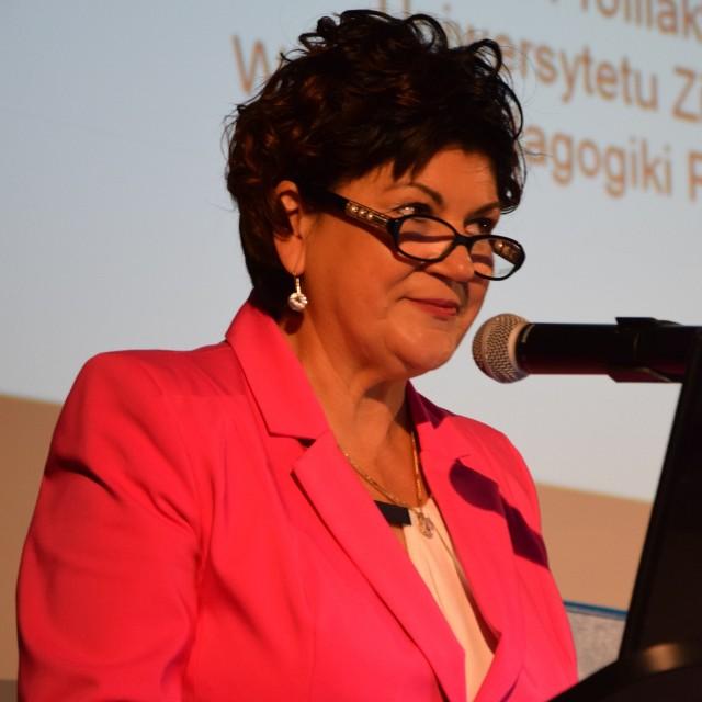 Małgorzata Karimow, dyrektor Poradni Psychologiczno-Pedagogicznej zaprasza pedagogów na konferencję