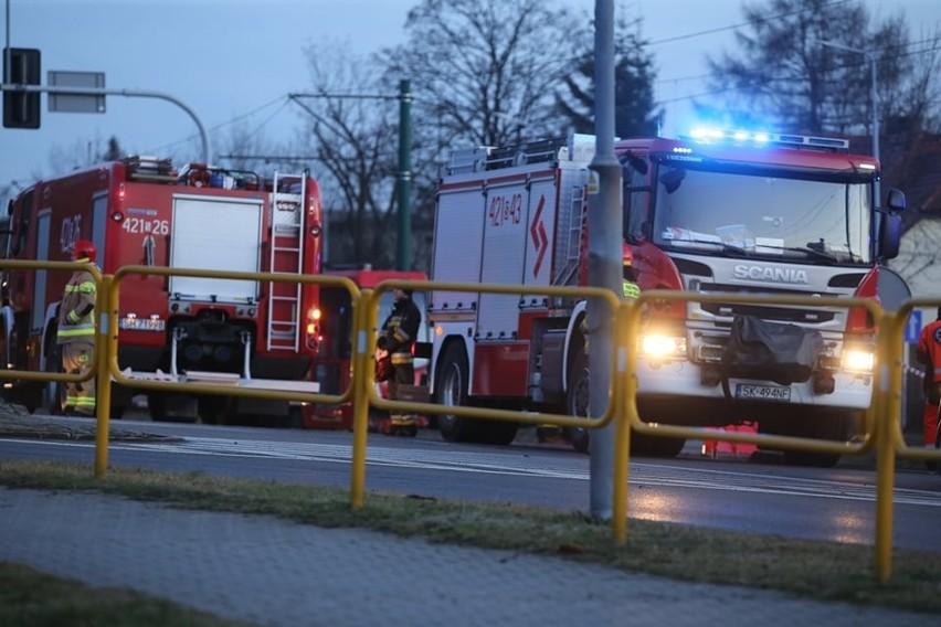 Wypadek na Gliwickiej w Katowicach. Samochód wjechał pod...