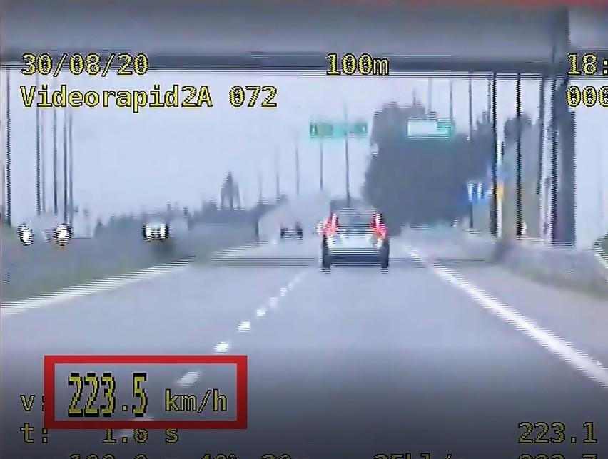 Pędził 223 km/h na drodze Racibórz - Pszczyna. 3534 mandatów za nadmierną prędkość na śląskich drogach w sierpniu