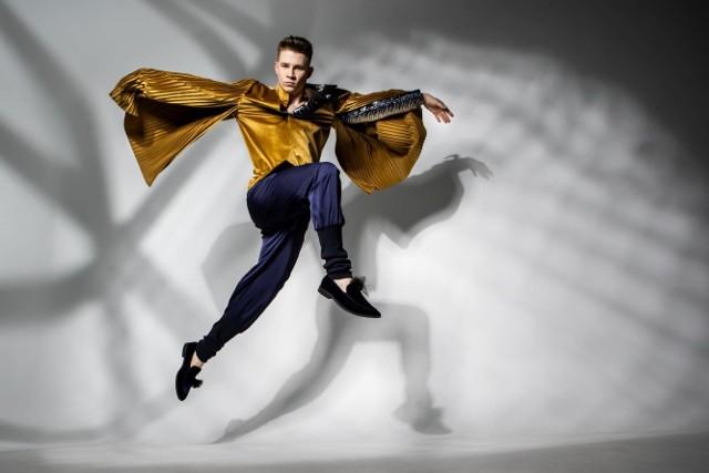 Jego pasją jest teatr i gra na scenie, a w przyszłości chciałby zostać znanym aktorem.
