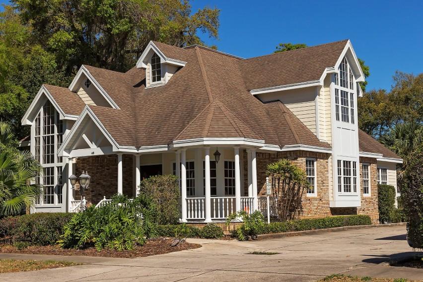 Wakacje 2018. Jak wybrać odpowiednie ubezpieczenie domu?