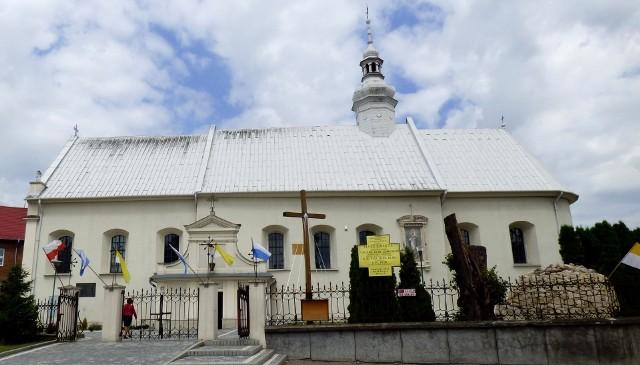 Kazimierskie obchody 228. rocznicy uchwalenia Konstytucji 3 Maja rozpocznie msza święta w kościele parafialnym Podwyższenia Krzyża Świętego.