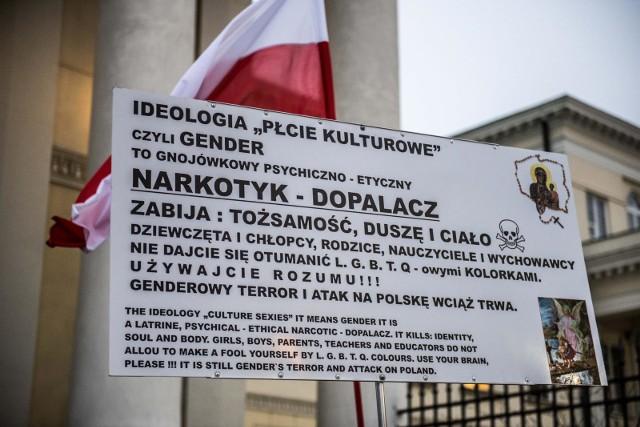 Wiceprezes Ordo Iuris oddelegowany przez rząd do zajmowania się różnorodnością w europejskim komitecie. Jest sprzeciw europosłów