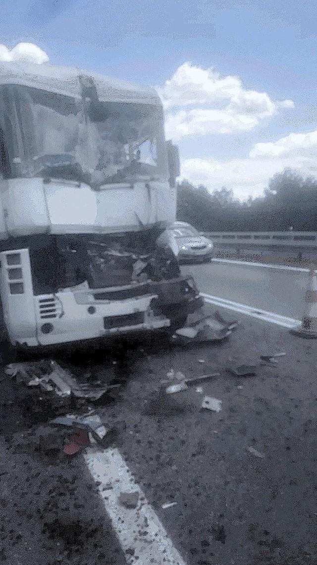 Na trasie S1 do Pyrzowic zderzyły się trzy ciężarówki