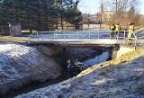 Śmiertelny wypadek w Skrzyszowie. Samochód wylądował w potoku. Nie żyje jedna osoba
