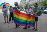"""Poznaniacy okazali solidarność z Węgrami. Społeczność LGBT+ protestowała przeciwko węgierskiej ustawie. """"To queerfobiczna ustawa"""" – twierdzą"""