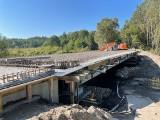 Postępy prac przy budowie mostu nad Dzdzenicą w Bydline. Roboty potrwają do końca listopada [ZDJĘCIA]