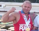 Ten policjant to mistrz olimpijski w wyciskaniu sztangi