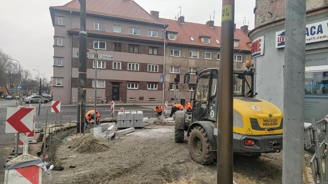 Remont chodników wzdłuż ul. 1 Maja w Opolu. Drogowcy rozpoczęli drugi etap prac. Inwestycja będzie gotowa szybciej?