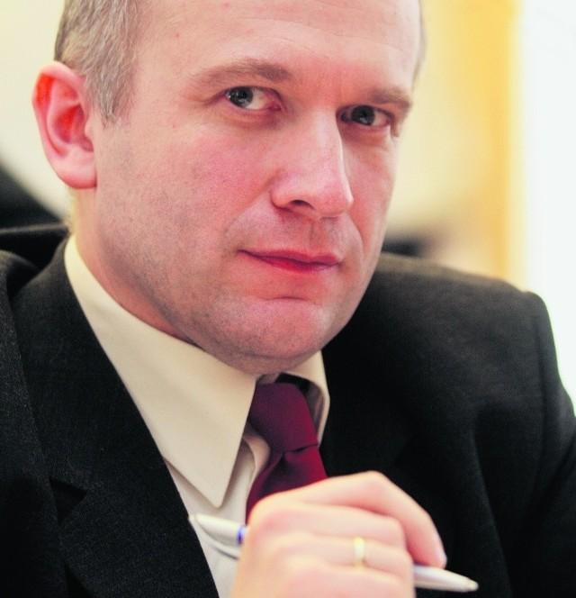 - To złamanie ustaleń i porozumienia dotyczącego obsadzania stanowisk w komisjach rady miejskiej - mówi Mateusz Walasek, przewodniczący klubu radnych PO.