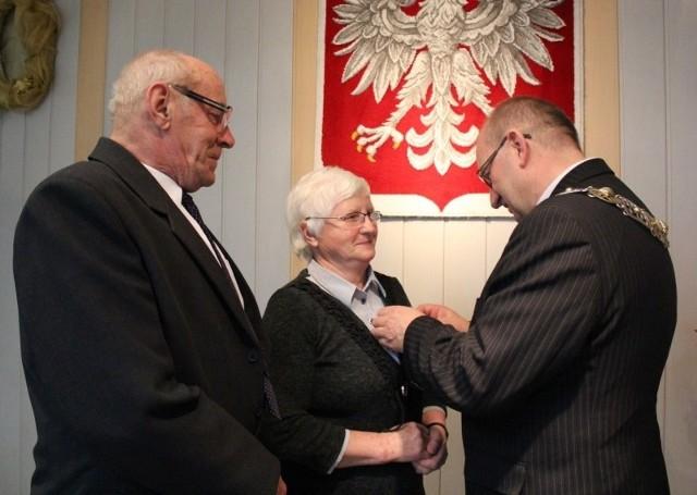Medale nadane przez prezydenta Bronisława Komorowskiego  wręczał wójt Rudnik Andrzej Pyziak.