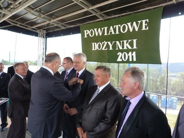 Odznaczenia zostały wręczone podczas powiatowych dożynek w Reczpolu w gm. Krzywcza.