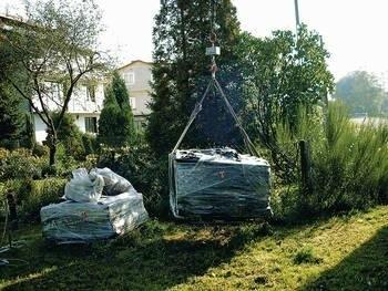W 2008 roku w gminie Kłaj unieszkodliwiono ok. 40 ton azbestowych odpadów. Podobna ich ilość zlikwidowana zostanie w tym roku. Zainteresowanie mieszkańców tego rejonu tą sprawa jest jednak o wiele większe niż przeznaczone na ten cel fundusze. Fot. archiwum UG Kłaj