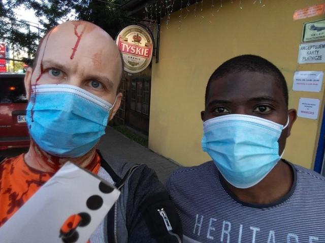 Marek C.  pokazał publicznie swoje zdjęcie z obywatelem Konga, którego bronił przed rasistowskim atakiem